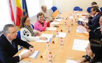 El Patronato del Idival, presidido por la consejera de Sanidad de Cantabria, durante su reunión este lunes | Foto: Lara Revilla