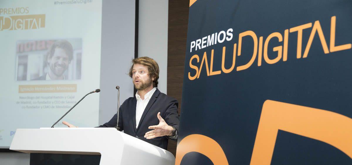Ignacio Hernández Medrano, Personalidad Digital del Año en los Premios SaluDigital, durante su discurso tras recibir el galardón