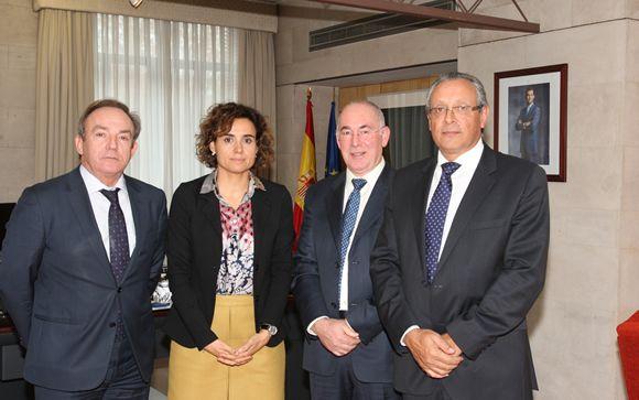 De izquierda a derecha: Javier Catrodeza (secretario general de Sanidad), Dolors Monserrat (ministra de Sanidad), Francisco Miralles (secretario general de CESM) y Tomás Toranzo (presidente de la Confederación)