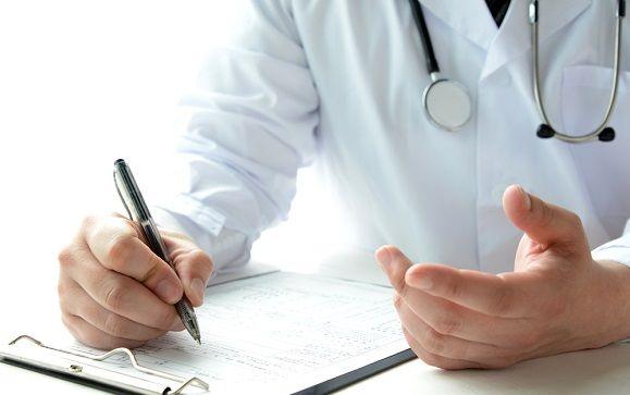 El Defensor del Pueblo pide limitar el acceso de los estudiantes a historias clínicas