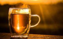 Té caliente, alcohol y tabaco, una combinación peligrosa