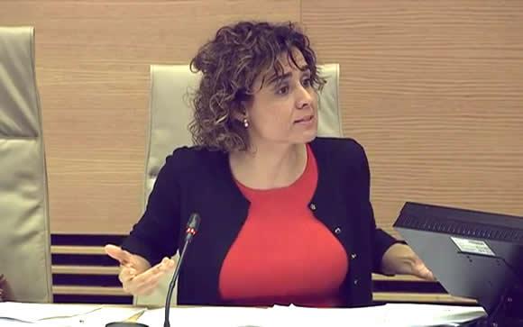 La ministra de Sanidad, Dolors Montserrat, interviniendo en la Comisión de Sanidad.