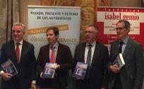 De izq. a drcha.: Ignasi Biosca, José Miguel Cisneros, Carlos Lens y Rafael Cantón durante la jornada sobre resistencia a los antibióticos