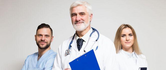 Cada comunidad autónoma está llevando a cabo prórrogas en las jubilaciones médicas ante la falta de médicos