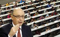 Cristóbal Montoro, ministro de Hacienda y Función Pública ultima un acuerdo con los sindicatos sobre subida salarial, empleo y las 35 horas en Sanidad.