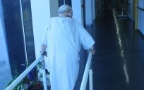 El Programa del Paciente Frágil fomenta que los pacientes ingresados caminen