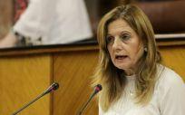 La consejera de Salud, Marina Álvarez, ha señalado en una respuesta parlamentaria que el ahorro revierte directamente en el conjunto de la sanidad pública andaluza