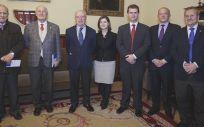 El doctor Rafael León (quinto por la izquierda) ha presentado su proyecto de investigación sobre el alzhéimer
