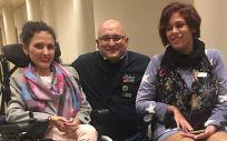 Merche Álvarez (a la derecha) junto a otros miembros de GaliciAME durante una visita al Senado el pasado mes de diciembre