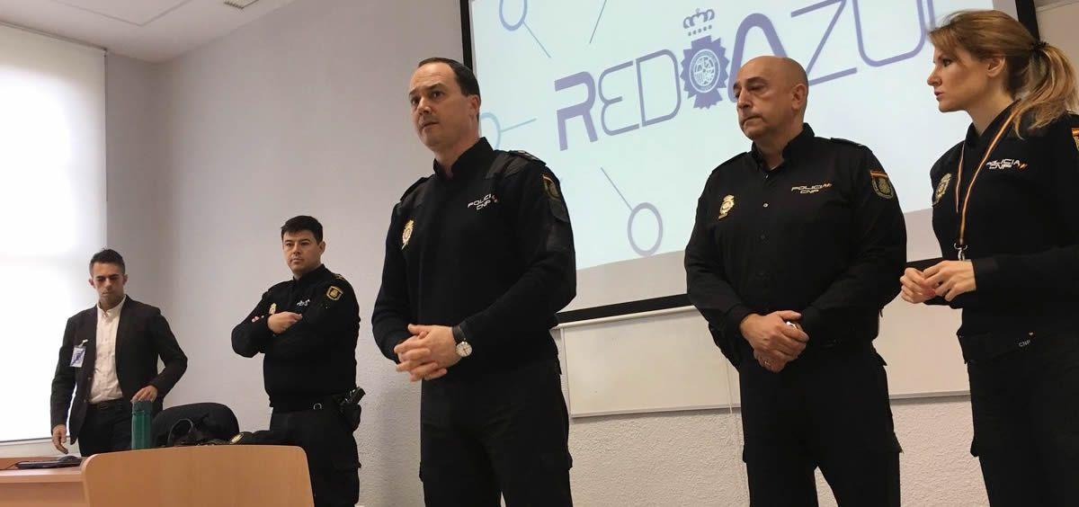 Javier Galván, interlocutor policial nacional sanitario, se dirige al resto de compañeros