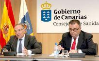 El consejero de Sanidad del Gobierno de Canarias, José Manuel Baltar y el director del Servicio Canario de Salud, Conrado Domínguez