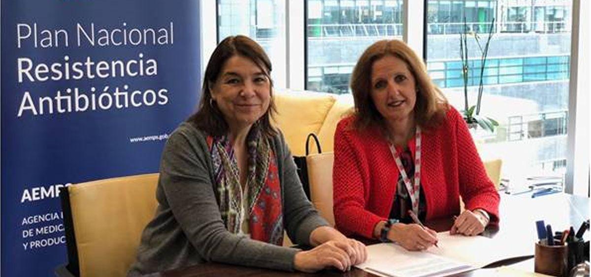 La directora de la Aemps, Belén Crespo y la vicepresidenta de Sefac, Ana Molinero