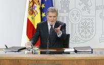 El portavoz del Gobierno, Íñigo Méndez de Vigo, al inicio de la rueda de prensa posterior al Consejo de Ministros