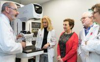La tomosíntesis mejora la detección del cáncer de mama gracias a que logra reducir las superposiciones del tejido glandular y facilita el análisis más específico de las lesiones