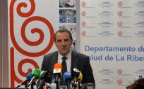 El doctor Javier Palau, director gerente del Departamento de Salud de la Ribera, durante el análisis de situación del Hospital de Alzira