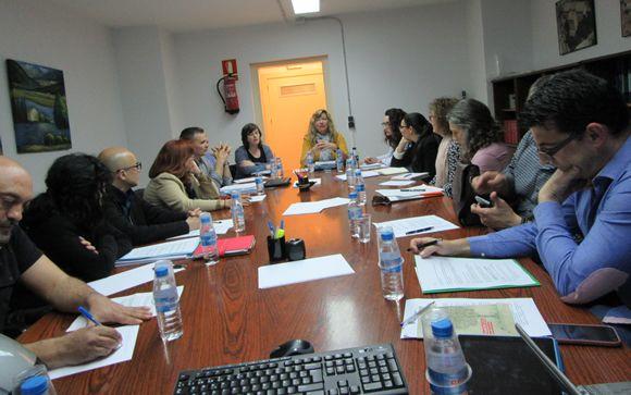 La consejera de Salud, Patricia Gómez y los representantes de los profesionales de enfermería durante la reunión