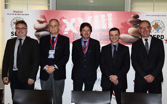De izd. a drcha.: Eduard Vieta, Miguel Casas, Néstor Szerman, Rubén Baler y Miquel Bernardo.