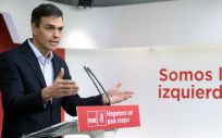 Pedro Sánchez, secretario general del PSOE, explicando el documento alternativo a los PGE para 2018.