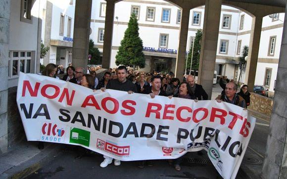 Los médicos de Galicia entregan 1.600 firmas para reactivar la carrera profesional