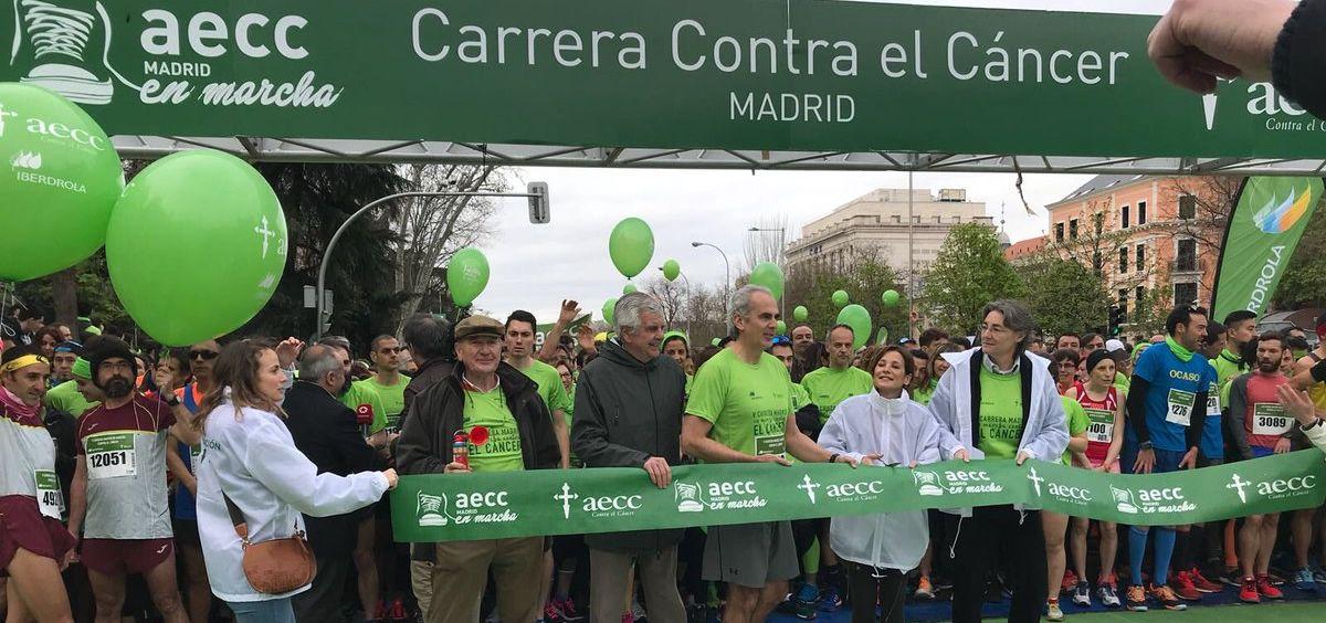 El consejero de Sanidad de la Comunidad de Madrid, Enrique Ruiz Escudero, instantes antes de la 'V Carrera Madrid En marcha Contra el Cáncer' que la AECC ha celebrado en Madrid