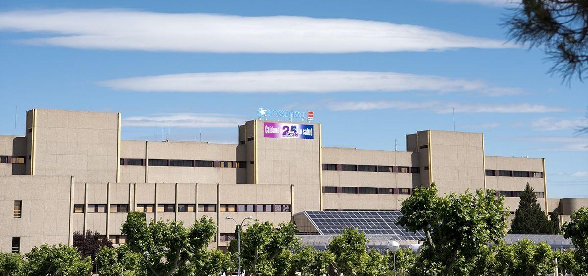 El hospital de Getafe implanta un clavo magnético a un joven con el que le alargarán la tibia.