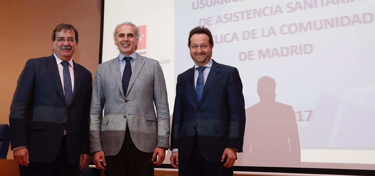 De izq. a drcha.: Miguel Molina, Enrique Ruiz Escudero y Fernando Prados durante la presentación de la encuesta sobre satisfacción de la sanidad.