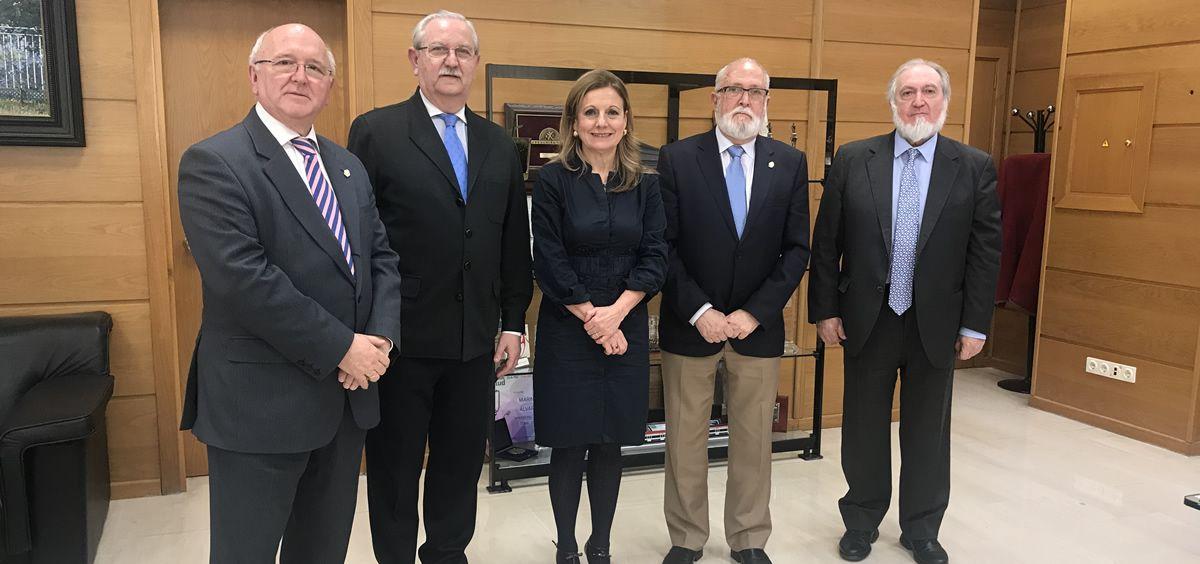 De izquierda a derecha: Antonio Aguado, Serafín Romero, Marina Álvarez, Juan Antonio Repetto y  Juan Bautista Alcañiz, en la reunión en la que han apostado por la Atención Primaria