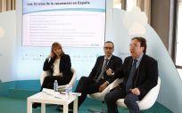 De izq a dcha Federica Burgio, Manuel Cotarelo y Amós García Rojas durante la presentación de la campaña sobre vacunación