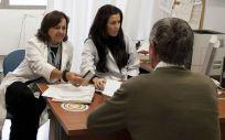 El consejero de Sanidad de Asturias, Francisco del Busto, ha indicado que rejuvenecer la plantilla de Atención Primaria es una de las prioridades de su equipo