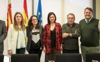Las consejeras de Igualdad y Sanidad de la Comunidad Valenciana, Mónica Oltra y Carmen Montón, en el centro de la imagen durante la presentación del acuerdo de colaboración.