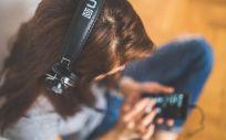 Cada vez más jóvenes tienen problemas de sordera por el ruido, el uso de tecnología o por el volumen del sonido en las discotecas.