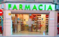 Fachada de una farmacia en Jaén. Afaran había llevado al Parlamento Europeo su queja sobre las subastas en Andalucía.