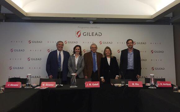 De izq. a drcha.: Los doctores José Alcamí, Marisa Álvarez, Josep Mª Gatell, María Río y José Ramón Arribas