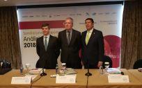 De izquierda a derecha: Adolfo Fernández Valmayor, Luis Mayero y Manuel Vilches, máximos responsables de la Fundación IDIS