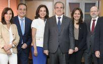Jesús Aguilar, en el centro, junto al resto de su equipo