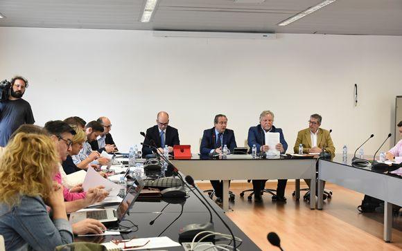 El consejero de Hacienda de Castilla-La Mancha, Juan Alfonso Ruiz Molina, durante su reunión con los sindicatos.