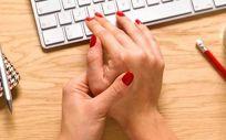 La artritis reumatoide es una enfermedad autoinmune común que causa inflamación crónica de las articulaciones