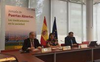 Javier Olaya, Belén Crespo y César Hernández, durante la presentación de la jornada de la Aemps