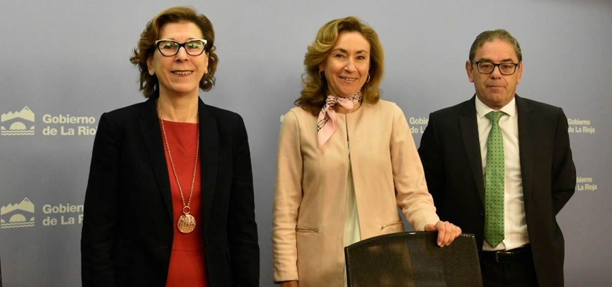 La consejera de Salud de La Rioja, María Martín, en el centro de la imagen