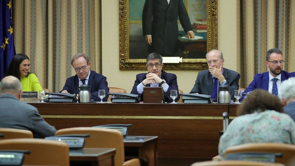 El secretario general de Sanidad, José Javier Castrodeza, ha comparecido este miércoles en la Comisión de Sanidad para responder a preguntas del PSOE.