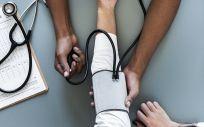 La hipertensión aumenta en los países de renta media o baja y disminuye en los ricos (Foto freepik)