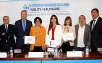 Los representantes de la Fundación IDIS junto a los premiados y a los miembros del jurado