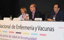 José Antonio Ávila, en el centro de la imagen, junto a José Luis Cobos e Isabel Trespaderne, han analizado la situación de las vacunas con el nuevo Real Decreto