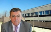 El gerente del SCS, Julián Pérez Gil, ha dimitido de su carga ante el caso de las supuestas irregularidades en las contrataciones del Servicio cántabro