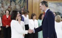 Carmen Montón, nueva ministra de Sanidad, ha tomado posesión de su cargo este jueves en el Palacio de la Zarzuela.