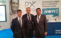 De izquierda a derecha: Adolfo Fernández-Valmayor, Luis Mayero y Manuel Vilches, representantes de la Fundación IDIS, han presentado el estudio sobre la percepción de los pacientes de la sanidad privada