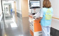 Una profesional de Enfermería utiliza el chaleco
