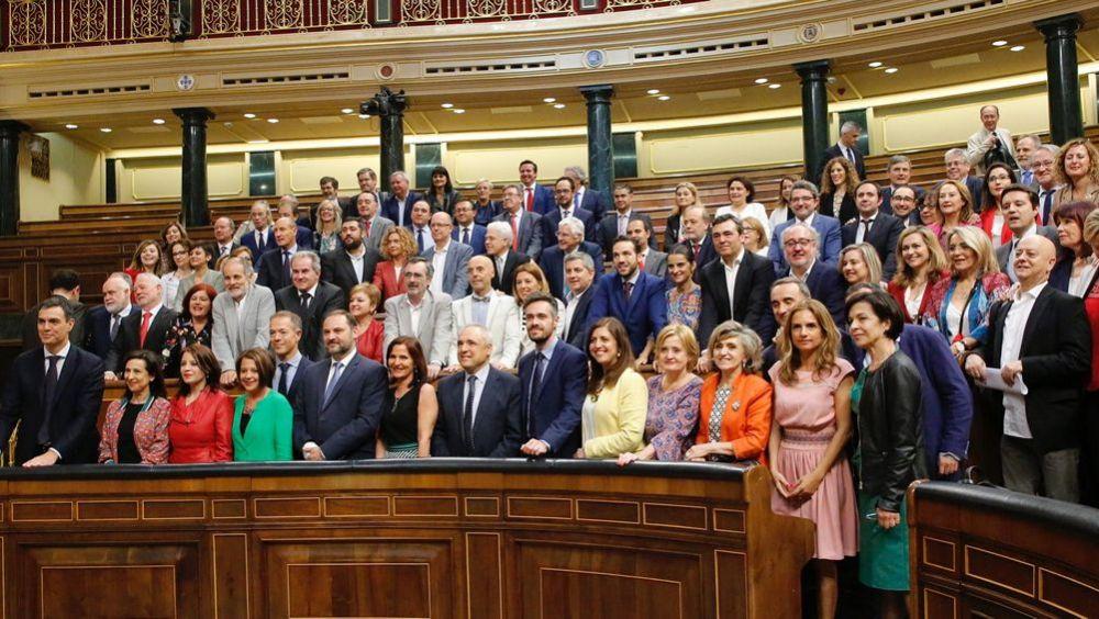 El PSOE, ante el reto de defender ante Carmen Montón las medidas sanitarias que exigía al PP y a Dolors Montserrat.