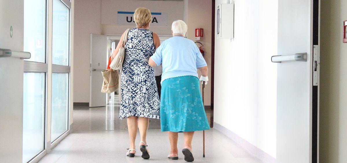 Hasta el 80% de los cuidadores que que están a cargo de su familiar enfermo son mujeres y mayores de 50 años