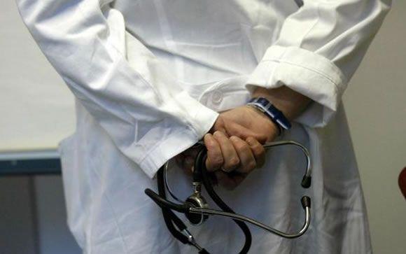 Los jefes de servicio que coaccionan a otros médicos podrían ser inhabilitados para ejercer la Medicina